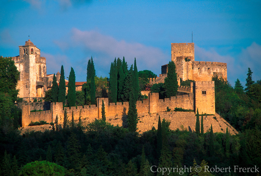 PORTUGAL, CENTRAL AREA, TOMAR Convento de Christo; the headquarters of  the Knights Templar, set within gardens and castle walls