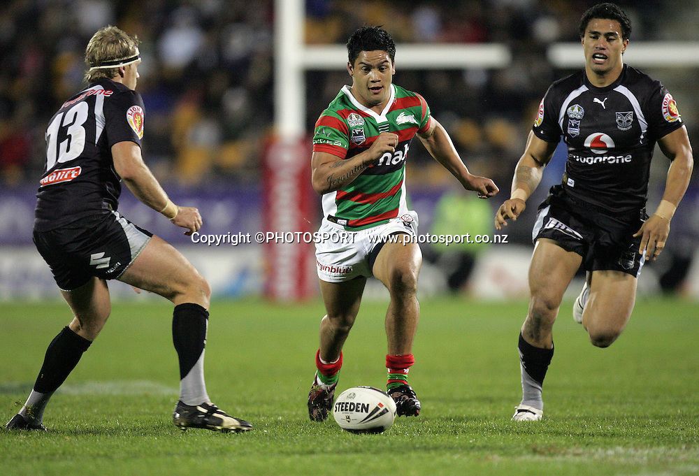 Issac Luke puts in a kick past Michael Luck. Vodafone Warriors vs South Sydney Rabbitohs. NRL, Mt Smart Stadium, Auckland. New Zealand. Friday 6 June 2008. Photo: William Booth/PHOTOSPORT