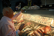 Venezuelan citizens stand on a fish stand at the Quinta Crespo market in Caracas (Venezuela) Feb. 3, 2009 (Photo/Ivan Gonzalez)