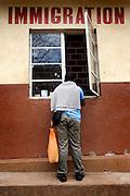 Crossing the border between Rwanda and DR Congo | 2009