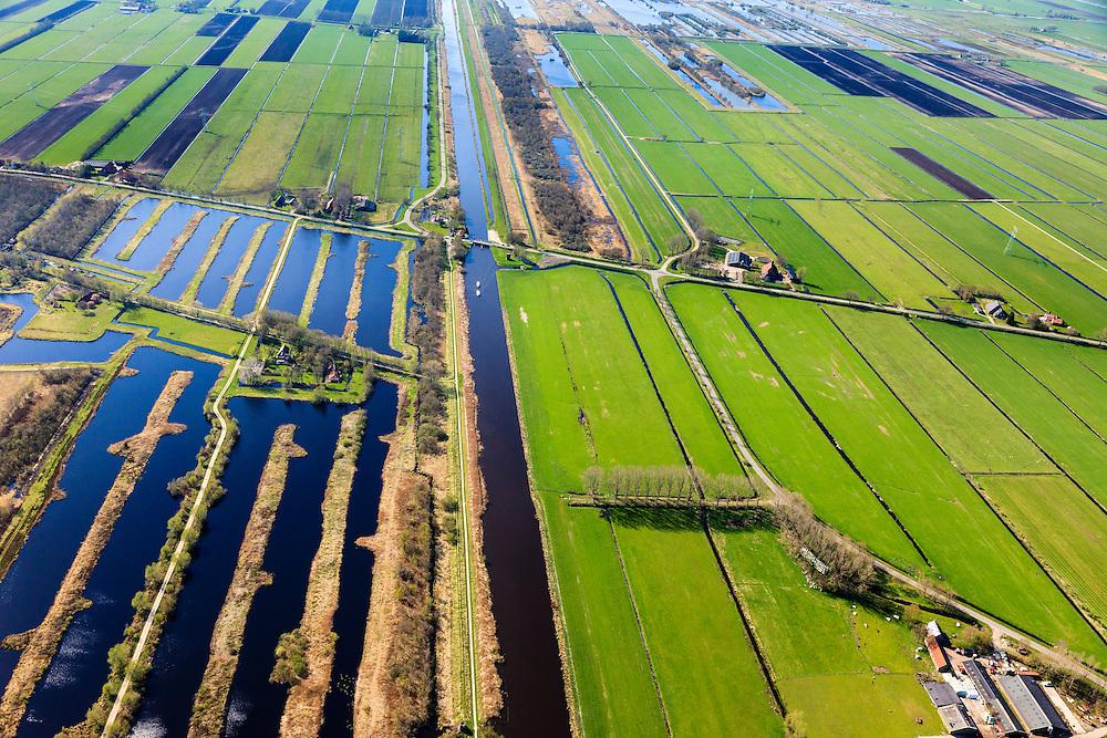 Nederland, Friesland, Weststellingwerf, 01-05-2013; grens laagveengebied Rottige Meente  en ontgonnen veen, veenweide gebied geschikt voor veeteelt.<br /> Ten zuidwesten van Wolvega, omgeving Nijetrijne. <br /> Het natuurgebied  Rottige Meente is ontstaan door het afgraven van het veen (voor de productie van turf) en bestaat nu uit laagveenrestanten, vol petgaten en legakkers.<br /> Former bog meadows area near Wolvega, Friesland (North Netherlands) now used for cattle and nature area.<br /> luchtfoto (toeslag op standard tarieven)<br /> aerial photo (additional fee required)<br /> copyright foto/photo Siebe Swart
