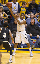 West Virginia Mountaineers guard Juwan Staten (3) passes down low to a teammate against the Wofford terriers during the first half at the WVU Coliseum.