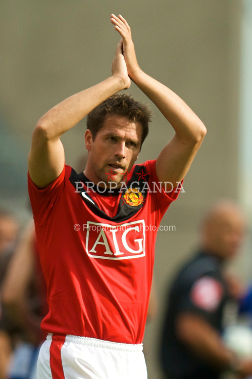 WIGAN, ENGLAND - Saturday, August 22, 2009: Manchester United's Michael Owen during the Premiership match against Wigan Athletic at the DW Stadium. (Photo by David Rawcliffe/Propaganda)