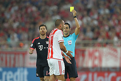 16.09.2015, Karaiskakis Stadium, Piräus, GRE, UEFA CL, Olympiakos Piräus vs FC Bayern München, Gruppe F, im Bild l-r: Pajtim Kasami #11 (Olympiakos Piraeus) bekommt Gelb von Schiedsrichter, Referee, Carlos Velasco Carballo // during UEFA Champions League group F match between Olympiacos F.C. and FC Bayern Munich at the Karaiskakis Stadium in Piräus, Greece on 2015/09/16. EXPA Pictures © 2015, PhotoCredit: EXPA/ Eibner-Pressefoto/ Kolbert<br /> <br /> *****ATTENTION - OUT of GER*****