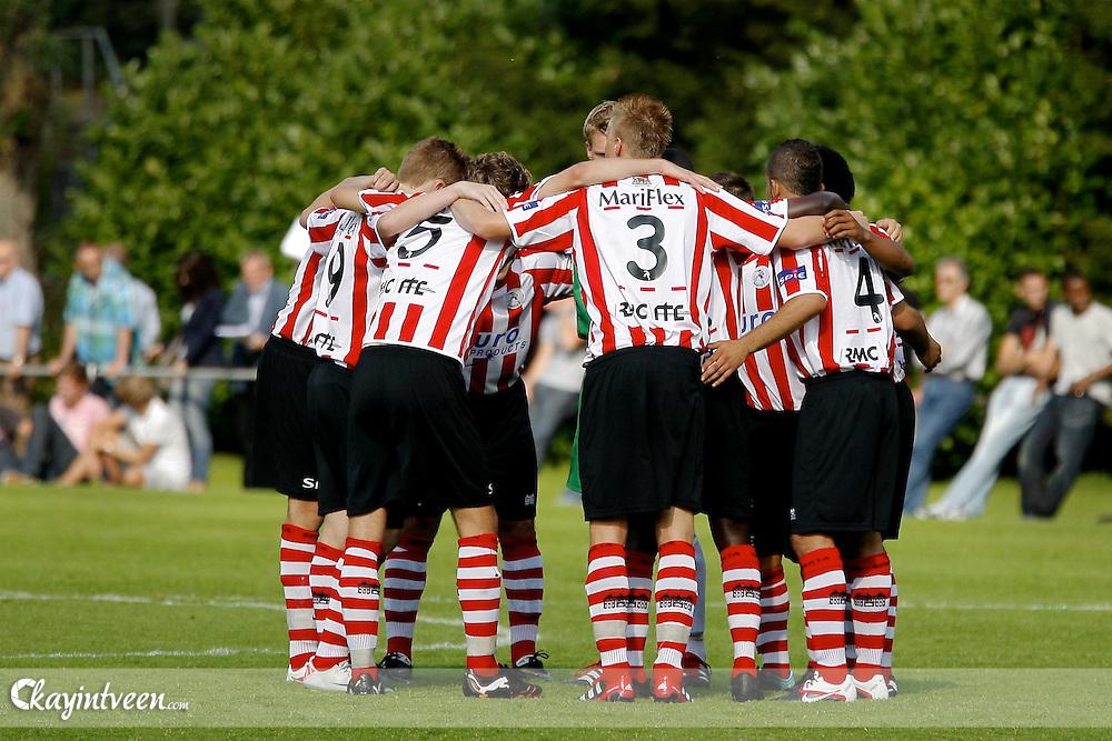 EINDHOVEN - Sparta - Barcalona - Otten Cup 2011, Sportcomplex De Herdgang, 05-08-2011, Spelers van Sparta vlak voor de wedstrijd