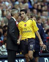 Photo: Olly Greenwood.<br />Charlton Athletic v Arsenal. The Barclays Premiership. 30/09/2006. Arsenal's Robin Van Persie shakes hands with Arsene Wenger after being substituted