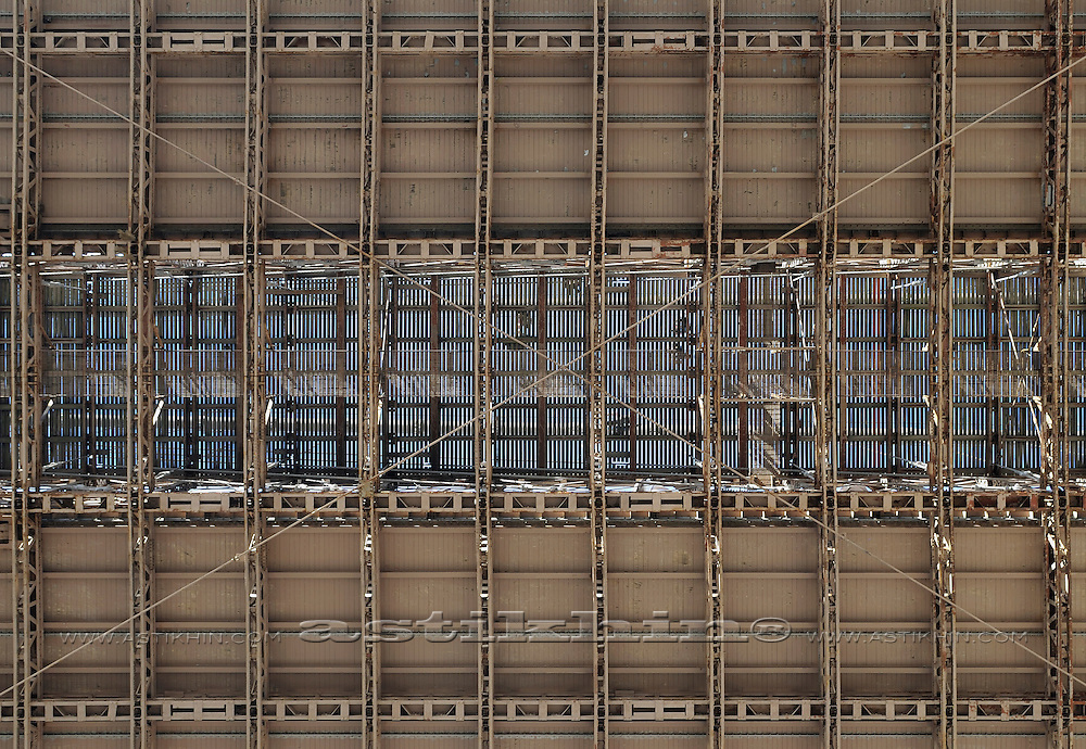 Metal structure of Brooklyn Bridge.
