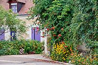 France, Indre-et-Loire (37), Chedigny, village fleuri devenu une ville jardin // France, Indre-et-Loire (37), Chedigny, flowered village, garden