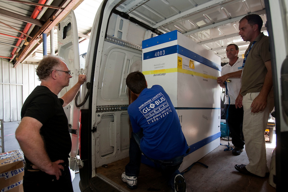 Louis ( retorer from the Eindhoven's Van Abbe Museum) and Israeli workers load the  Picasso paint into the van at the Israeli international Airport of Ben Gurion on June 19, 2011 ...Photo by Olivier Fitoussi / Die Zeit