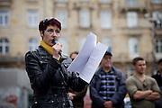 Frankfurt am Main   11 Apr 2015<br /> <br /> Am Samstag (11.04.2015) demonstrierten etwa 35 Personen der Gruppe &quot;Freie B&uuml;rger f&uuml;r Deutschland&quot; (FBfD, ex PEGIDA) auf dem Rossmarkt in Frankfurt am Main gegen &quot;Islamisierung&quot;, ihre Redebeitr&auml;ge gingen in dem Geschrei der etwa 800 Gegendemonstranten unter.<br /> Hier: Die FBfD-Aktivistin Christine Anderson h&auml;lt eine Rede.<br /> <br /> &copy;peter-juelich.com<br /> <br /> [Foto honorarpflichtig   No Model Release   No Property Release]