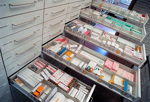 Nederland, Nijmegen, 1-10-2009Geneesmiddelen, medicijnen in de ladenkast van een apotheekFoto: Flip Franssen