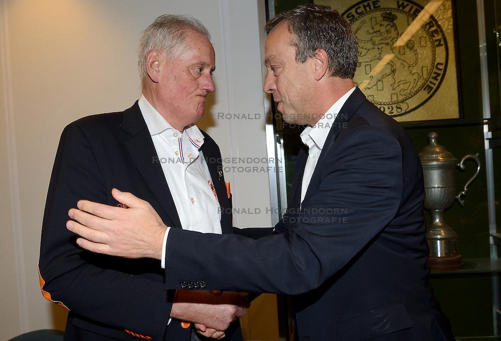 12-12-2015 NED: Bondsvergadering Nevobo, Nieuwegein<br /> Hans Nieukerke is vandaag benoemd tot erevoorzitter van de Nevobo. De 73-jarige Nieukerke ontving in het Huis van de Sport deze eer bij het afscheid van zijn twaalfjarig voorziterschap en kreeg de unieke gouden bondsspeld met drie briljanten opgespeld / Hans Nieukerke wordt benoemd tot erevoorzitter door vice-voorzitter Guus Hulshof