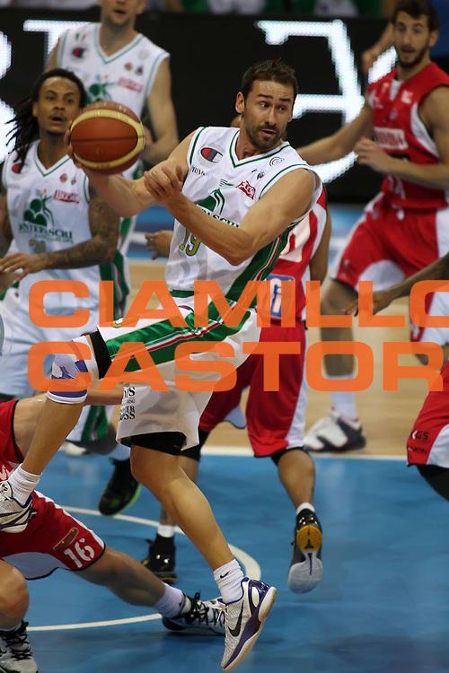 DESCRIZIONE : Torino Coppa Italia Final Eight 2011 Quarti di Finale Montepaschi Siena Scavolini Siviglia Pesaro <br /> GIOCATORE : Marko Jaric<br /> SQUADRA : Montepaschi Siena<br /> EVENTO : Agos Ducato Basket Coppa Italia Final Eight 2011<br /> GARA : Montepaschi Siena Scavolini Siviglia Pesaro<br /> DATA : 10/02/2011<br /> CATEGORIA : passaggio<br /> SPORT : Pallacanestro<br /> AUTORE : Agenzia Ciamillo-Castoria/ElioCastoria<br /> Galleria : Final Eight Coppa Italia 2011<br /> Fotonotizia : Torino Coppa Italia Final Eight 2011 Quarti di Finale Montepaschi Siena Scavolini Siviglia Pesaro <br /> Predefinita :