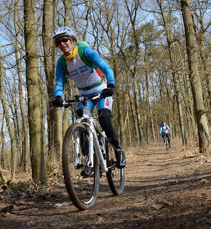 01-04-2013 ALGEMEEN: WE BIKE 2 CHANGE DIABETES: ARNHEM<br /> In de bossen bij Papendal werd de tweede meeting van de BvdGf gehouden met een fotosessie en een stukje biken / Marion<br /> &copy;2013-FotoHoogendoorn.nl