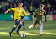 FODBOLD: Simon Hedlund (Brøndby IF) følges af Mads Valentin Pedersen (FC Nordsjælland) under kampen i Superligaen mellem Brøndby IF og FC Nordsjælland den 13. maj 2019 på Brøndby Stadion. Foto: Claus Birch.