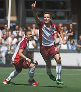 AMSTELVEEN -  Jonas de Geus (Almere) heeft de stand op 0-1 gebracht.  links Juan Fortuin(Almere) . Play Offs / Outs Hockey hoofdklasse.  Hurley-Almere . Almere wint blijft in de hoofdklasse. COPYRIGHT KOEN SUYK