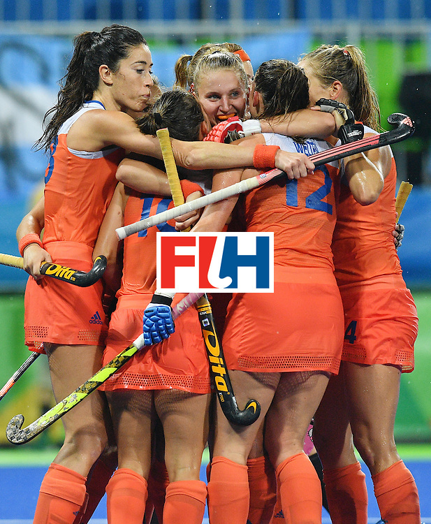 Netherland's Laurien Leurink (C) celebrates a goal with teammates during the women's quarterfinal field hockey Netherland vs Argentina match of the Rio 2016 Olympics Games at the Olympic Hockey Centre in Rio de Janeiro on August 15, 2016.  / AFP / Carl DE SOUZA        (Photo credit should read CARL DE SOUZA/AFP/Getty Images)