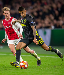 10-04-2019 NED: Champions League AFC Ajax - Juventus,  Amsterdam<br /> Round of 8, 1st leg / Ajax plays the first match 1-1 against Juventus during the UEFA Champions League first leg quarter-final football match / Joao Cancelo #20 of Juventus, Frenkie de Jong #21 of Ajax