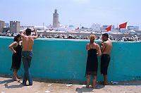 Maroc. Region de El Jadida. Fantasia pour le moussem de Moulay Abdalah. // Morocco. El Jadida. Two couple at the moussem (festival) of Moulay Abdalah.
