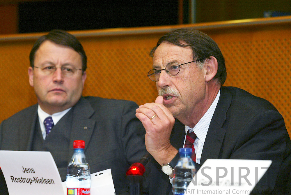 """BRUSSELS - BELGIUM - 10 JANUARY 2006 -- Jens ROSTRUP-NIELSEN (R), Research Director of Haldor Topsøe (Topsoe), speaking at panel discussion on FP7: """"Stimulate Innovation and Excellence in the EU"""" while the chairman  Paul RÜBIG (Rubig) (L), EPP-coordinator listen.  PHOTO: ERIK LUNTANG /"""