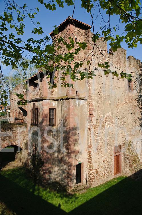 Heidelberg, Handschuhsheim, Wasserburg Tiefburg, Baden-Württemberg, Deutschland.| .Heidelberg, Handschuhsheim, moated castle Tiefburg, Baden-Wurttemberg, Germany.