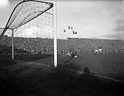 06/11/1960<br /> 11/06/1960<br /> 06 November 1960<br /> Soccer International: Ireland v Norway at Dalymount Park, Dublin.