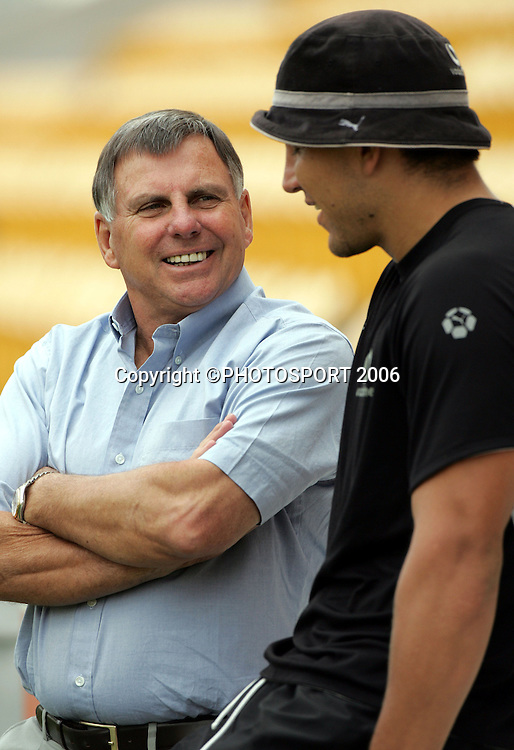 Warriors director of football John Hart talks with captain Steve Price during the Warriors training session held at Ericsson Stadium, Auckland, on Wednesday 1 March, 2006. Photo: Andrew Cornaga/PHOTOSPORT<br />