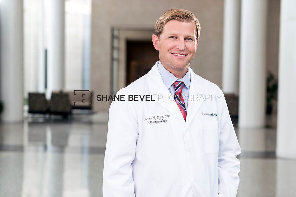 7/22/15 3:41:29 PM -- Dr. Steven Dyer poses for a portrait. <br /> <br /> Photo by Shane Bevel