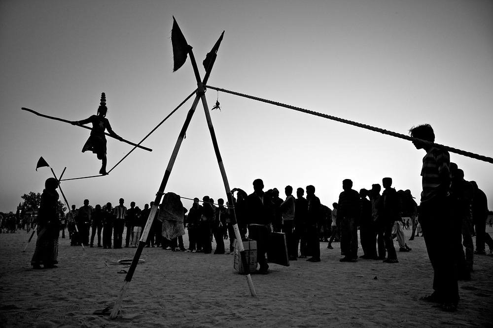 Rajasthan, India. A young tightrope walker is performing at the Jaisalmer desert festival.<br />