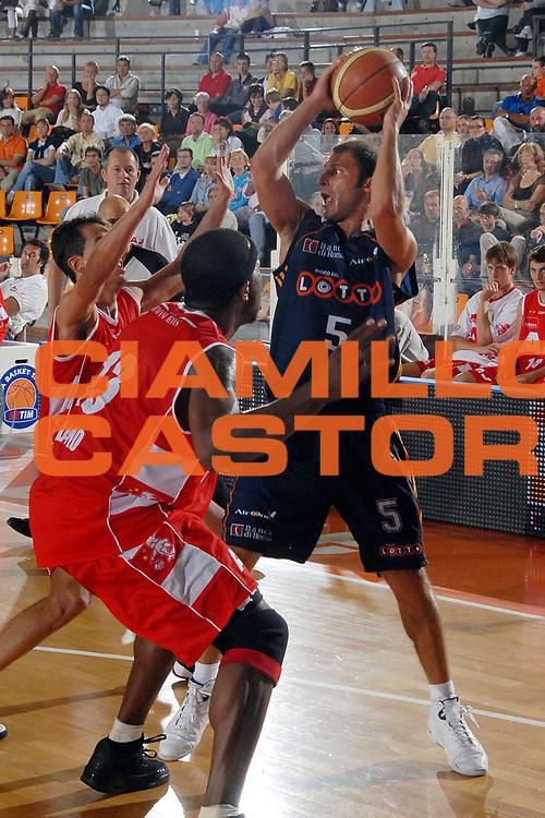DESCRIZIONE : Udine Lega A1 2007-08 Memorial Rino Snaidero Armani Jeans Milano Lottomatica Virtus Roma<br />GIOCATORE : Jacopo Giachetti<br />SQUADRA : Lottomatica Virtus Roma<br />EVENTO : Campionato Lega A1 2007-2008 <br />GARA : Armani Jeans Milano Lottomatica Virtus Roma<br />DATA : 22/09/2007 <br />CATEGORIA : Passaggio<br />SPORT : Pallacanestro <br />AUTORE : Agenzia Ciamillo-Castoria/M.Gregolin