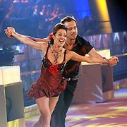NLD/Hilversum/20070302 - 8e Live uitzending SBS Sterrendansen op het IJs 2007, Geert Hoes en schaatspartner Sherri Kennedy