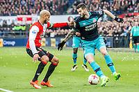 ROTTERDAM - Feyenoord - PSV , Voetbal , Eredivisie , Seizoen 2016/2017 , De Kuip , 26-02-2017 ,  PSV speler Gaston Pereiro (r) in duel met Feyenoord speler Karim El Ahmadi (l)