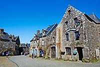 France, Finistère (29), Locronan, labellisé Les Plus Beaux Villages de France // France, Briitany, Finistere, Locronan village