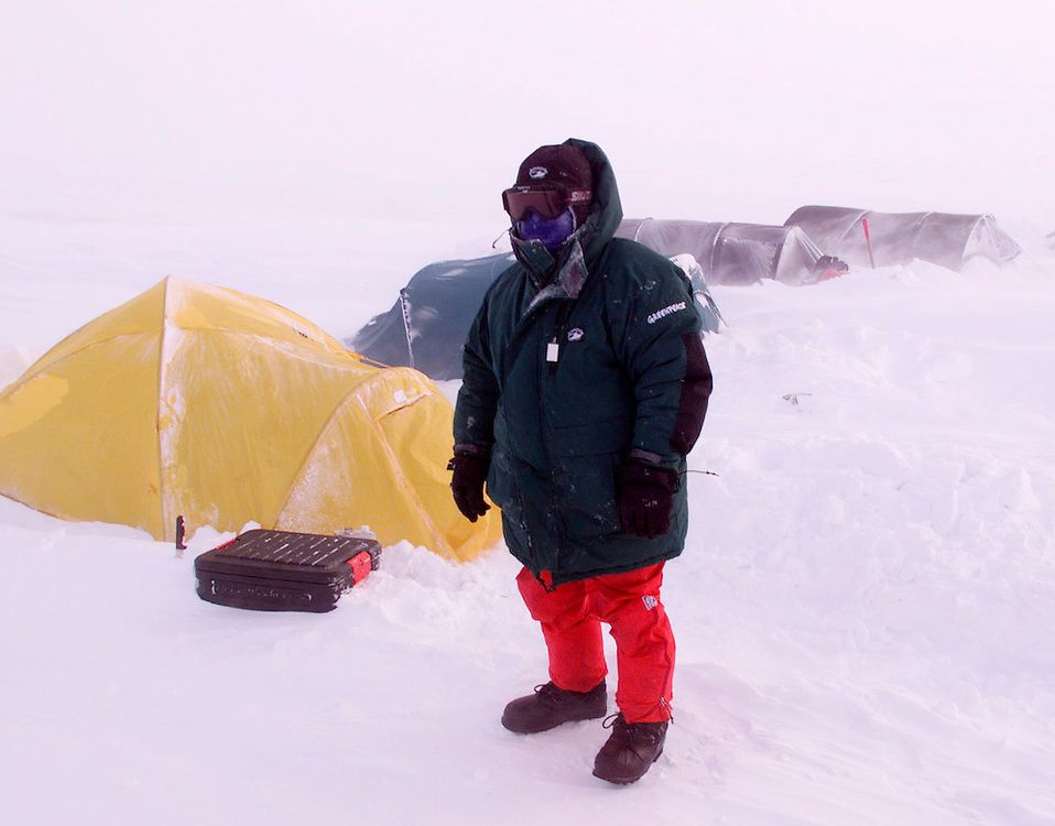 19/2/00 Ice Camp Alaska.Wojtek at camp during blizzard 30knots wind -27C.Pic Steve Morgan