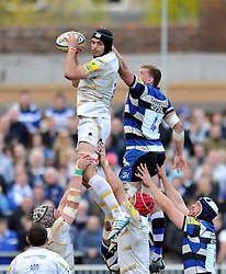 Mariano Galarza (Worcester) wins lineout ball - Photo mandatory by-line: Patrick Khachfe/JMP - Tel: Mobile: 07966 386802 19/04/2014 - SPORT - RUGBY UNION - The Recreation Ground, Bath - Bath Rugby v Worcester Warriors - Aviva Premiership.