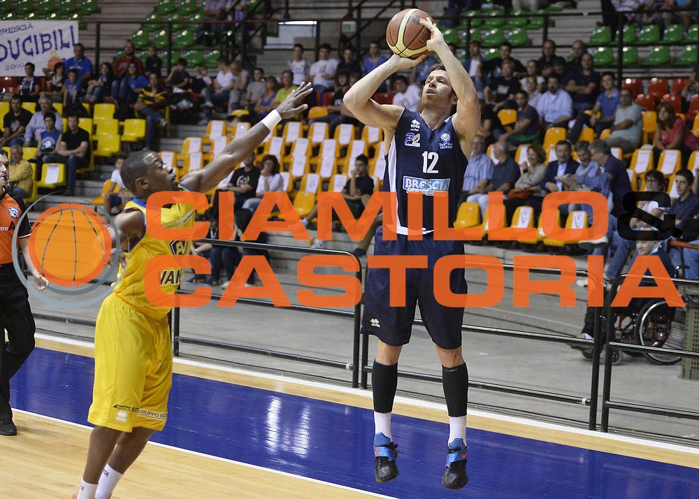 DESCRIZIONE : Desio Lega A 2013-14 Trofeo Lombardia Vanoli Cremona-Centrale del Latte Brescia<br /> GIOCATORE : Robert Fultz<br /> CATEGORIA : tiro three points<br /> SQUADRA : Centrale del Latte Brescia<br /> EVENTO : Trofeo Lombardia<br /> GARA : Vanoli Cremona-Centrale del Latte Brescia<br /> DATA : 29/09/2013<br /> SPORT : Pallacanestro <br /> AUTORE : Agenzia Ciamillo-Castoria/R.Morgano<br /> Galleria : Lega Basket A 2013-2014  <br /> Fotonotizia : Desio Lega A 2013-14 Trofeo Lombardia Vanoli Cremona-Centrale del Latte Brescia<br /> Predefinita :