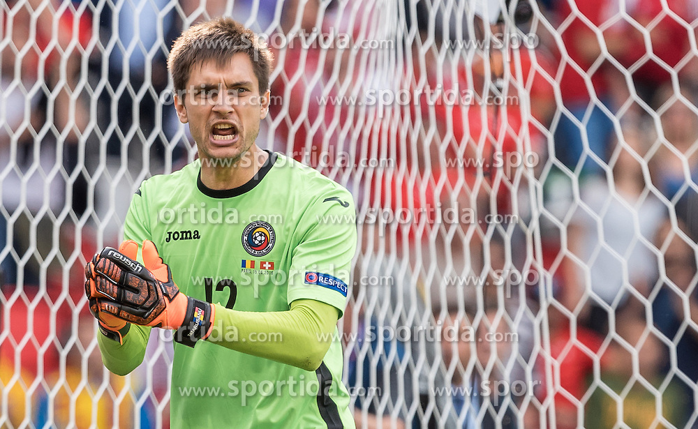 15.06.2016, Parc de Princes, Paris, FRA, UEFA Euro, Frankreich, Rumaenien vs Schweiz, Gruppe A, im Bild Ciprian Tatarusanu (ROU) // Ciprian Tatarusanu (ROU) during Group A match between Romania and Switzerland of the UEFA EURO 2016 France at the Parc de Princes in Paris, France on 2016/06/15. EXPA Pictures © 2016, PhotoCredit: EXPA/ JFK