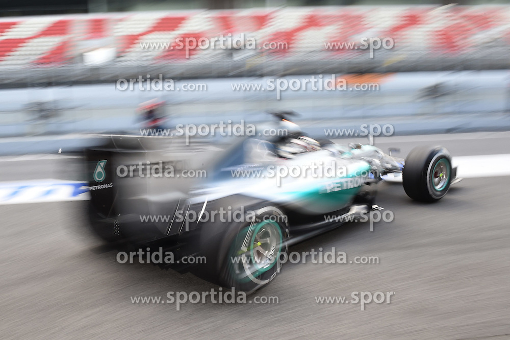 26.02.2015, Circuit de Catalunya, Barcelona, ESP, FIA, Formel 1, Testfahrten, Barcelona, Tag 1, im Bild Lewis Hamilton (GBR) Mercedes AMG F1 06 // during the Formula One Testdrives, day one at the Circuit de Catalunya in Barcelona, Spain on 2015/02/26. EXPA Pictures &copy; 2015, PhotoCredit: EXPA/ Sutton Images/ Mark Images<br /> <br /> *****ATTENTION - for AUT, SLO, CRO, SRB, BIH, MAZ only*****