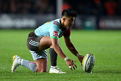 Marcus Smith of Harlequins prepares to take a penalty kick - Mandatory by-line: Robbie Stephenson/JMP - 06/10/2017 - RUGBY - Twickenham Stoop - London, England - Harlequins v Sale Sharks - Aviva Premiership