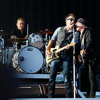 Oslo  20120721.<br /> Konsert med artisten Bruce Springsteen &amp; The E Street Band p&aring; Valle Hovin l&oslash;rdag. Her Bruce Springsteen (tv) og Steven Van Zandt<br /> Foto: Tor Erik Schr&oslash;der / NTB scanpix