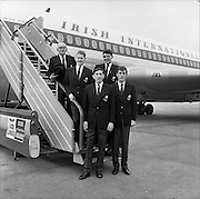 28/01/1962<br /> 01/28/1962<br /> 28 January 1962<br /> The Irish Relay 4x880 Team flies out from Dublin Airport for a seven week tour of sports fixtures in the United States. Picture shows Front (l-r): Ron Delany and Basil Clifford. Back: Derek McCleane and Noel Carroll. On left is Team Manager Billy Morton.