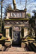 Europa, Deutschland, Koeln, alte Gruft der Familie Syebertz auf dem Melatenfriedhof. <br /><br />Europe, Germany, Cologne, old grave of the family Syebertz at the Melaten cemetery..