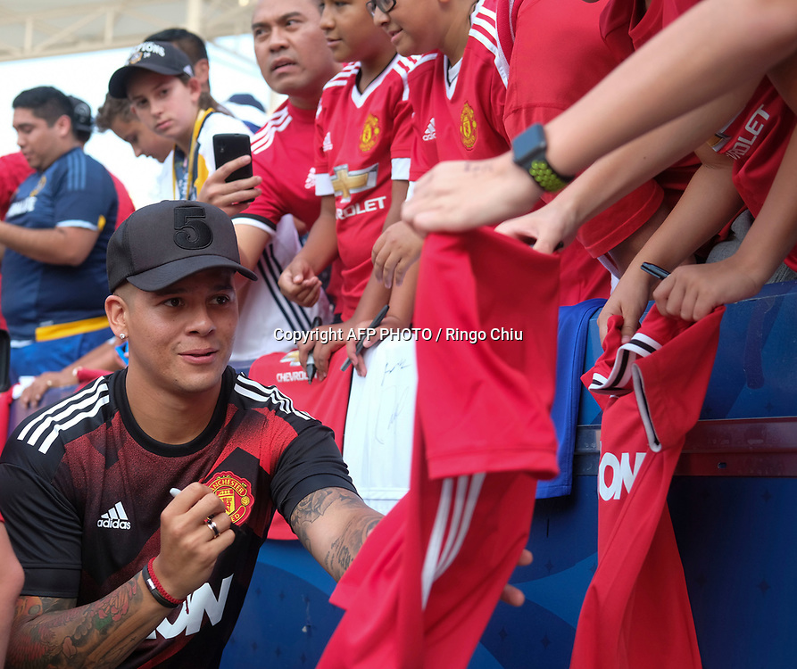 Manchester United Marcos Rojo signs autographs for fans  before the game against Los Angeles Galaxy during the national friendly soccer game at StubHub Center on July 15, 2017 in Carson, California.   AFP PHOTO / Ringo Chiu