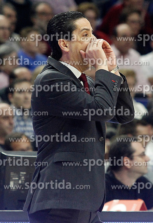 28.01.2016, Palacio de los Deportes, Madrid, ESP, FIBA, EL, Real Madrid vs Olympiacos PiraeusPlayoff, 5. Spiel, im Bild Olympimpiacos Piraeus' coach Giannis Sfairopoulos // during the 5th Playoff match of the Turkish Airlines Basketball Euroleague between Real Madrid and Olympiacos Piraeus at the Palacio de los Deportes in Madrid, Spain on 2016/01/28. EXPA Pictures &copy; 2016, PhotoCredit: EXPA/ Alterphotos/ Acero<br /> <br /> *****ATTENTION - OUT of ESP, SUI*****
