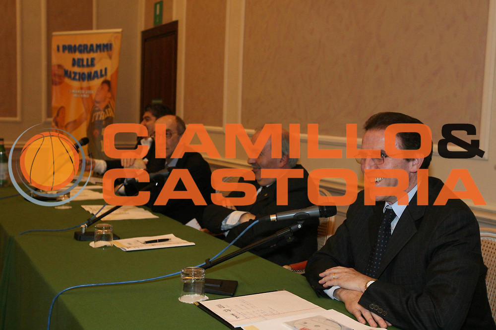 DESCRIZIONE : Milano i programmi delle Nazionali per il 2008 <br /> GIOCATORE : Corrado Renzi Bulgarelli Bernardini <br /> SQUADRA : Nazionale Italia <br /> EVENTO :  programmi Nazionali 2008 <br /> GARA : <br /> DATA : 03/03/2008 <br /> CATEGORIA : <br /> SPORT : Pallacanestro <br /> AUTORE : Agenzia Ciamillo-Castoria/G.Ciamillo