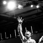 20.09.2014, Litauen, Vilnius, LITEXPO Kongress Center, Weltmeisterschaft im Armwrestling. Es ist keine Geste des Erfolges, nach einem Wettstreit haben sich die Muskeln mit soviel Blut gef&uuml;llt dass die gefahr eines Blutstaues besteht, duch das hoch halten wird dem K&ouml;rper geholfen das Blut wieder abflie&szlig;en zu lassen.<br /><br />09.20.2014 , Lithuania , Vilnius, LITEXPO Congress Center , World Armwrestling Championships. It is not a gesture of success, after a contest , the muscles are filled with so much blood that the risk of a blood tailback there, to hold up the body helped to drain again.<br /><br />&copy;2014 Harald Krieg / Agentur Focus