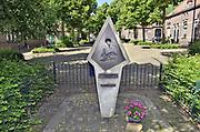 Nederland, Arnhem, 22-5-2014 Klein oorlogsmonument in de wijk Lombok, Heijenoord ter nagedachtenis aan de luchtlanding ihkv operatie Market Garden in de tweede wereldoorlog. Het is in 1987 onthuld door generaal Urquhart die de engelse parachutisten leidde.Foto: Flip Franssen