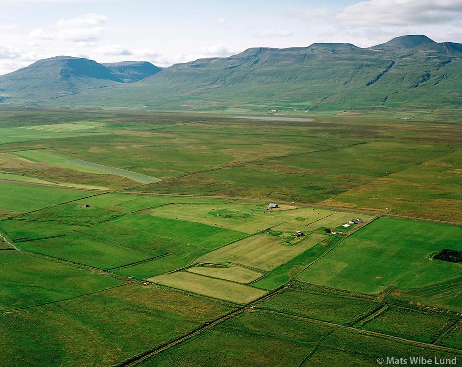 Kjartansstaðakot og Kartansstaðir séð til suðvesturs, Staðarhreppur / Kjartansstadakot and Kjartansstadir viewing southwest, Stadarhreppur.