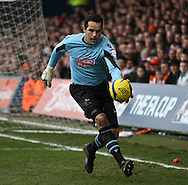 Picture by David Horn/Focus Images Ltd +44 7545 970036.16/02/2013.David Forde of Millwall during the The FA Cup match at Kenilworth Road, Luton.