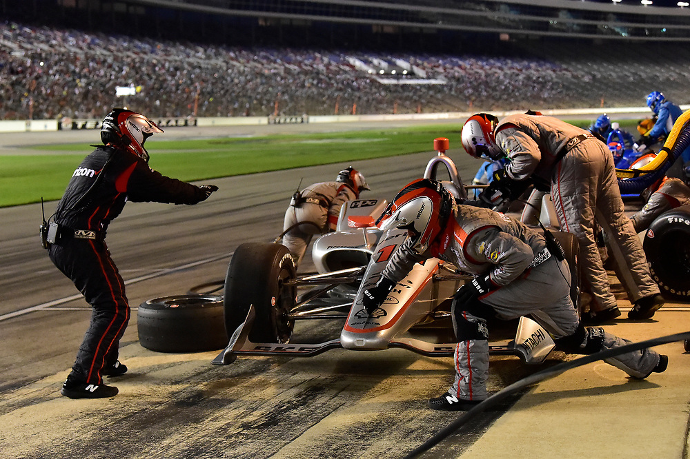 Will Power, Team Penske Chevrolet, pit stop, crew